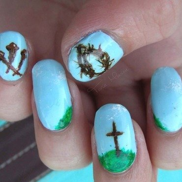 The Crucifixion  nail art by Toria Mason