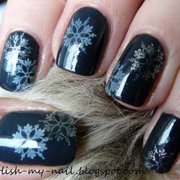 Silver snowflakes nail art by Ewlyn
