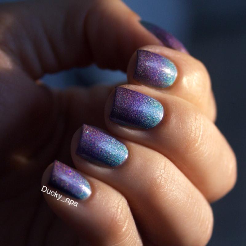 Holo gradient nail art by Ducky_npa (Lili)