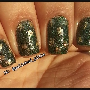 Blingy Glitter Placement Shamrocks nail art by Jayshree