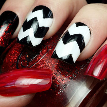 A Twin Peaks Skittlette nail art by Sam