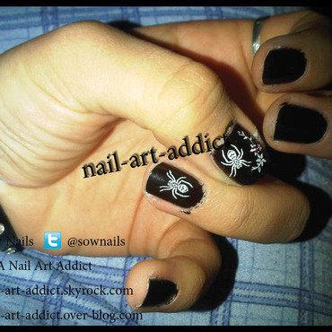 Nail Art : Fleurs & Araignée nail art by SowNails