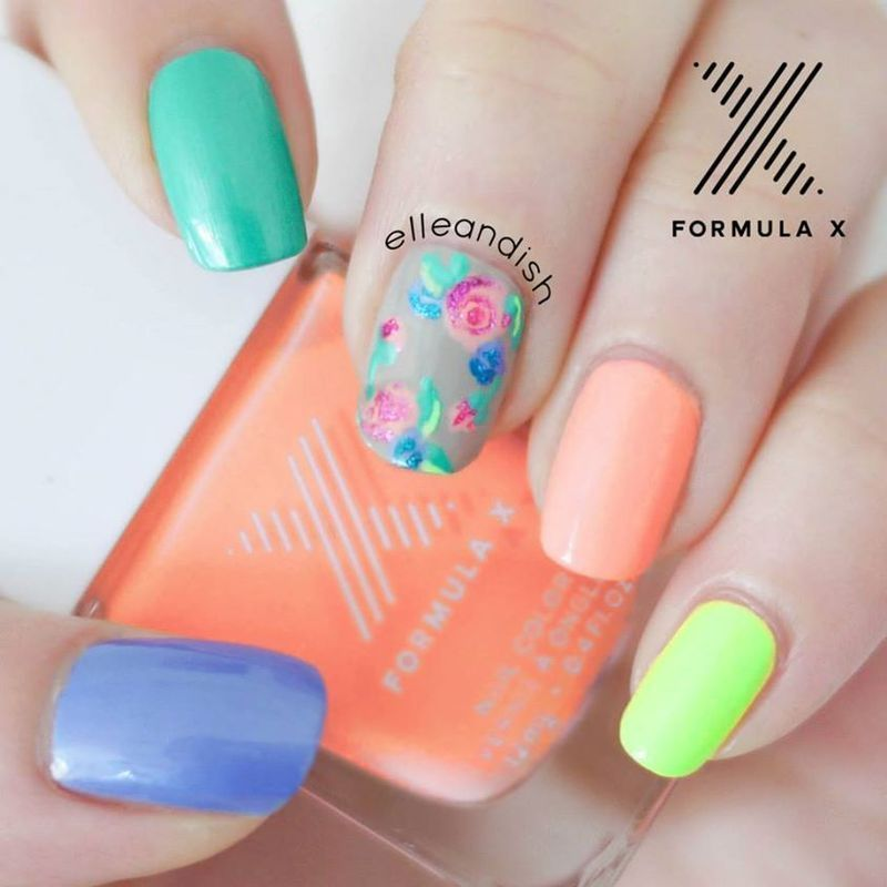 Modern Floral Nails nail art by elleandish