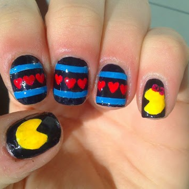 Romantic Pac-Man nail art by GepeNails
