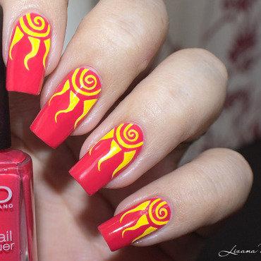 Nail Art Soleil nail art by Lizana Nails