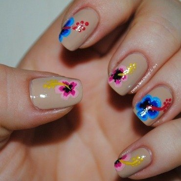 Hibiscus nail art by Ditta