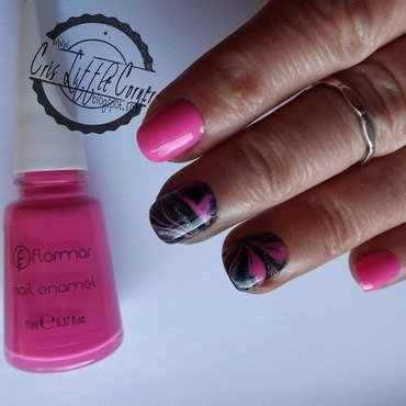 Pink&Black water marble nail art by Cris'