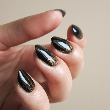 Dark green & gold glitter nail art by Yenotek