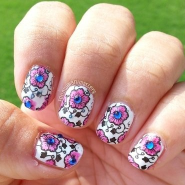 Floral design with Lead Light technique nail art by Manisha Manimatters
