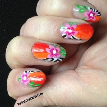 Saida nails Inspiration nail art by Virginie