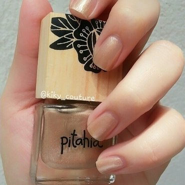 Pitahia Lunaria Swatch by Ximena Echenique