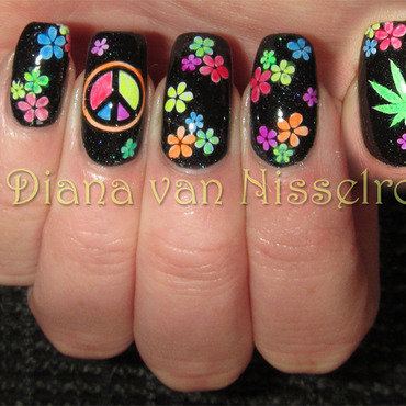 Colorful Peace Woodstock nails nail art by Diana van Nisselroy