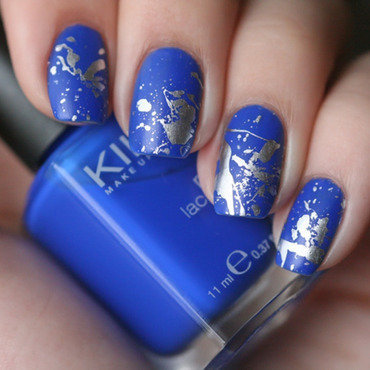 Blue splatter nail art by Maria