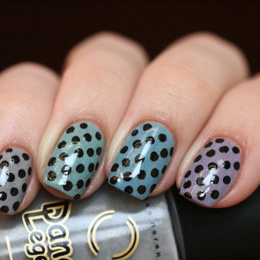 Smoky dots nail art by Maria