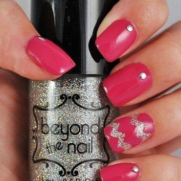 Chevron Accent Nail nail art by Maddy S