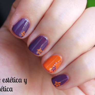 Simple flowers nail art by MartaRuso