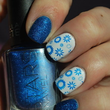 Blue sand polid + blue stamping nail art by Hana K.