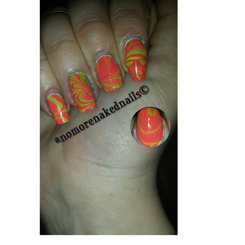 water marbeling nail art by nomorenakednails