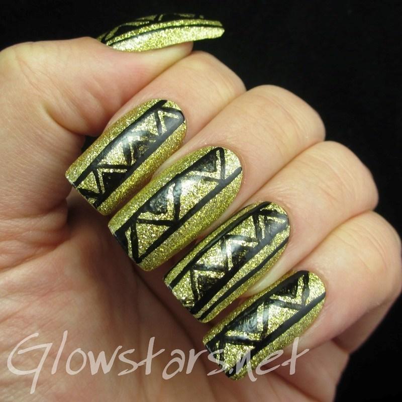 Glitter tribal nail art by Vic 'Glowstars' Pires