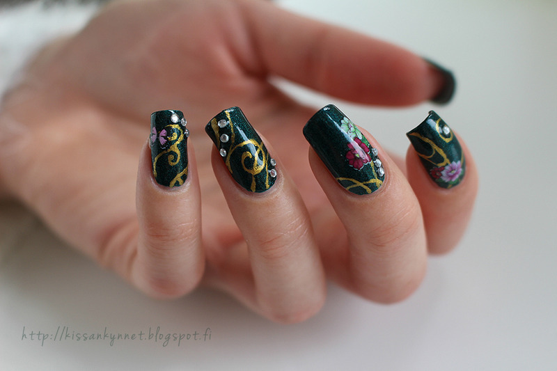 Gloomy summer nail art by Yue