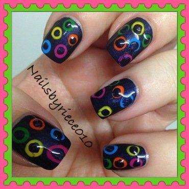 Retro Dots nail art by Riece
