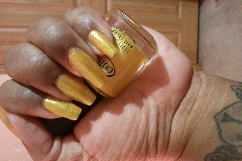 Color Club Daisy Does It Swatch by LisaB