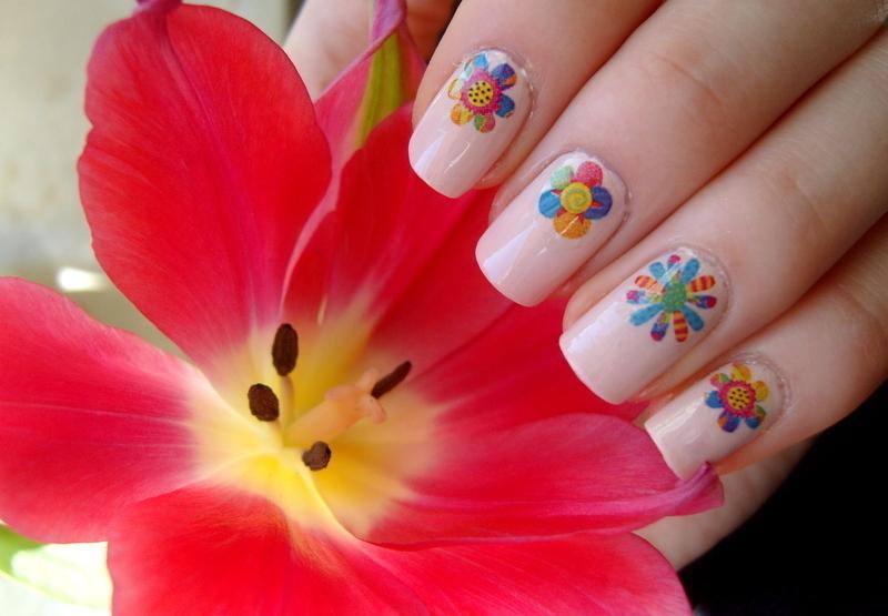 Flowers nail art by Lakierowniczka