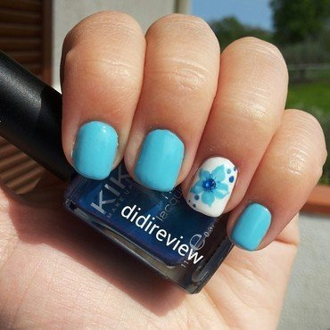 blue flower nail art by Didi didireview