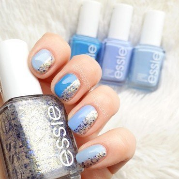 Just Blue & Glitter nail art by froschstuetzpunkt