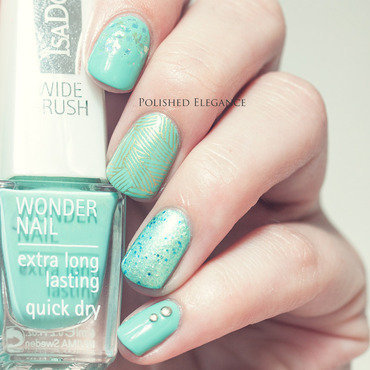 Minty nubbins nail art by Lisa