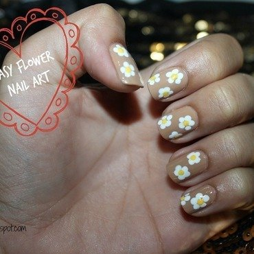 Daisy Nail art nail art by Stephanie Godo