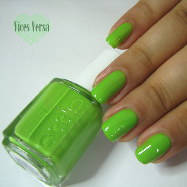 Essie Vices Versa Swatch by OnailArt