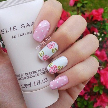 romantic roses nail art by Zeynep Celikel