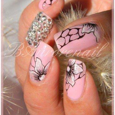 Nail art fleur sur vernis rose 10 thumb370f