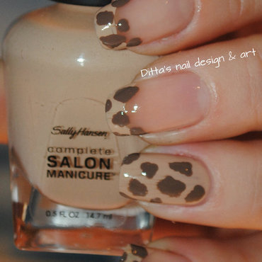 Animal print- giraffe nail art by Ditta