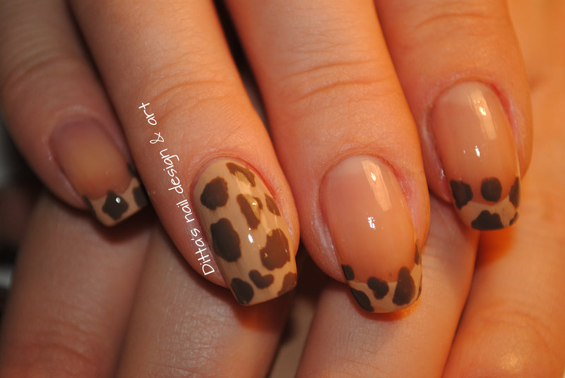 Animal print- giraffe CLOSE-UP nail art by Ditta