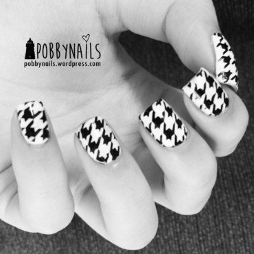 Monochrome Houndstooth! nail art by Priscilla  Lim