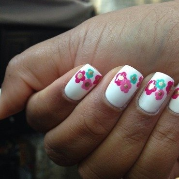 Marc Jacobs Inspired Daisy Manicure nail art by Daniella Veronica