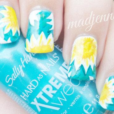 Sunny Daisies Nail Art  nail art by madjennsy Nail Art