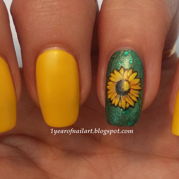 Sunflower nail art by Margriet Sijperda