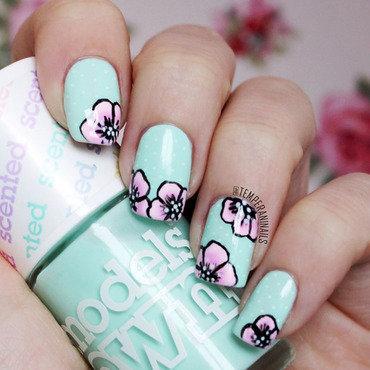 Floral mani nail art by Temperani Nails