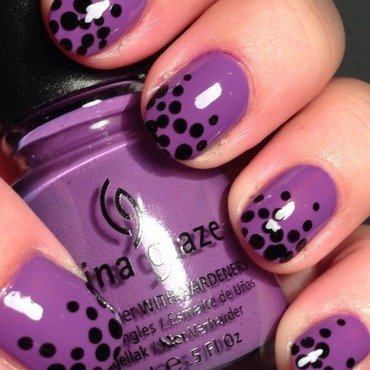 Heavy dotting nail art by Factornails