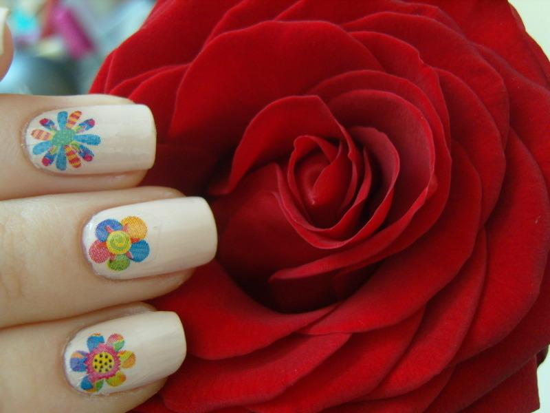 Flowers :) nail art by Lakierowniczka
