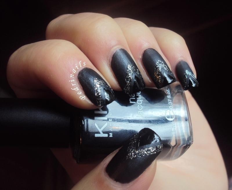 Dark striped textures nail art by Pedrinails