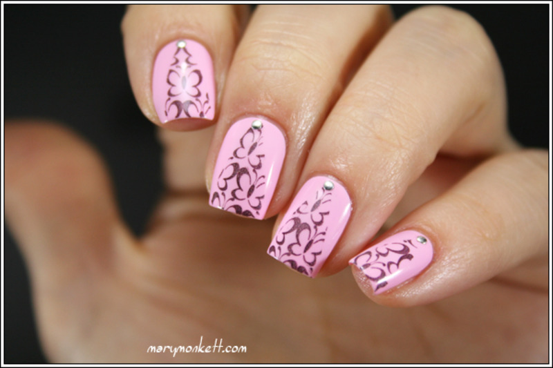 Stamping triangulisé force rose nail art by Mary Monkett