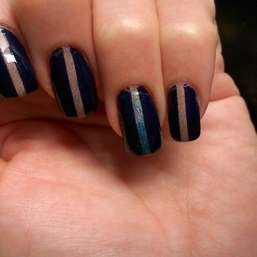 Classy stripe nail art by Laurence