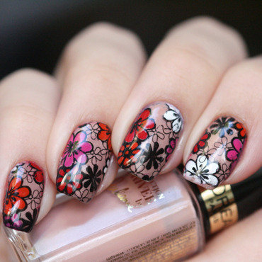 Flowers for spring? Groundbreaking nail art by Maria