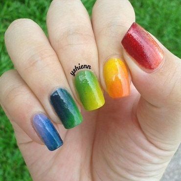Rainbow gradient nail art by Shien