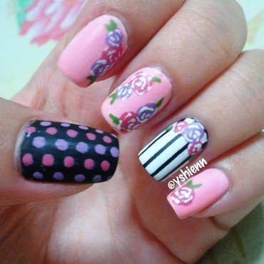 Sweet floral  nail art by Shien