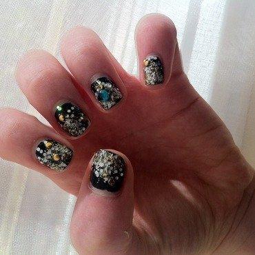 Diamond or glitter? nail art by Alysson Côté